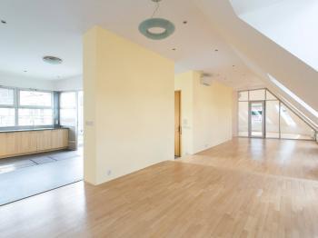 Pronájem komerčního prostoru (kanceláře) v osobním vlastnictví, 200 m2, Praha 4 - Podolí