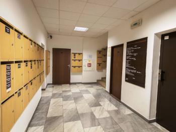 vestibul - Pronájem kancelářských prostor 42 m², Praha 3 - Žižkov