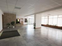 vestibul hlavní budovy (Pronájem kancelářských prostor 36 m², Praha 3 - Žižkov)