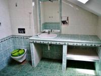 Koupelna v patře - Prodej domu v osobním vlastnictví 248 m², Psáry