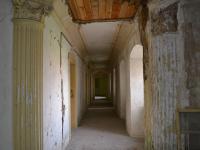 Interiéry zámku - chodba. (Prodej historického objektu 2150 m², Chbany)