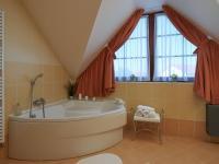koupelna (Prodej domu v osobním vlastnictví 240 m², Sulice)