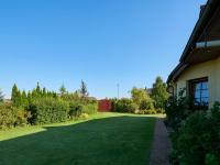 pohled do zahrady (Prodej domu v osobním vlastnictví 240 m², Sulice)