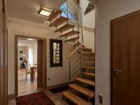 schodiště (Prodej domu v osobním vlastnictví 240 m², Sulice)