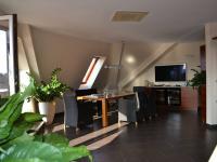 pokoj - Prodej bytu 5+kk v osobním vlastnictví 320 m², Praha 10 - Dolní Měcholupy