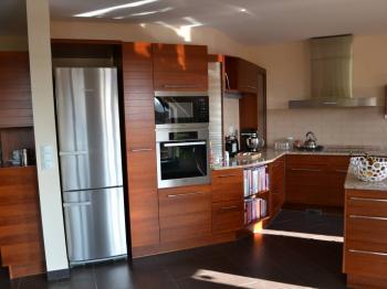 kuchyňský kout - Prodej bytu 5+kk v osobním vlastnictví 320 m², Praha 10 - Dolní Měcholupy