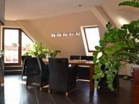 jídelna - Prodej bytu 5+kk v osobním vlastnictví 320 m², Praha 10 - Dolní Měcholupy