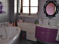 koupelna (Prodej domu v osobním vlastnictví 167 m², Vlastibořice)