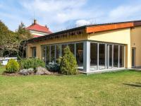 bazén (Prodej domu v osobním vlastnictví 512 m², Říčany)