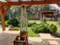 okrasná zahrada (Prodej domu v osobním vlastnictví 512 m², Říčany)