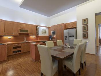 Kuchyň - Prodej bytu 5+1 v osobním vlastnictví 218 m², Praha 3 - Vinohrady