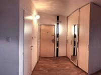 Předsíň (zde je umístěná klimatizace) - Prodej bytu 3+1 v osobním vlastnictví 73 m², Praha 4 - Libuš