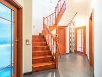 schody do patra - Prodej domu v osobním vlastnictví 274 m², Tuklaty