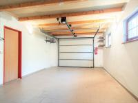 garáž - Prodej domu v osobním vlastnictví 274 m², Tuklaty