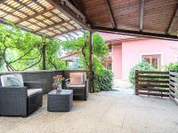 zahradní domek s posezením - Prodej domu v osobním vlastnictví 274 m², Tuklaty