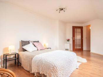 2NP ložnice - Prodej domu v osobním vlastnictví 274 m², Tuklaty