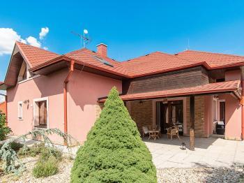 pohled na dům - Prodej domu v osobním vlastnictví 274 m², Tuklaty