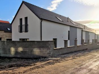 Prodej domu v osobním vlastnictví 143 m², Milovice