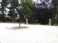 27 (Pronájem historického objektu 2400 m², Zalužany)