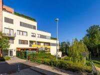 Okolí domu (Prodej bytu 4+kk v osobním vlastnictví 247 m², Praha 10 - Záběhlice)