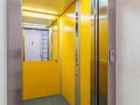 Prostorný výtah v domě (Prodej bytu 4+kk v osobním vlastnictví 247 m², Praha 10 - Záběhlice)