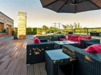 Celkový pohled na terasu od západu (Prodej bytu 4+kk v osobním vlastnictví 247 m², Praha 10 - Záběhlice)
