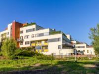 Celkový pohled na dům z jihozápadu (Prodej bytu 4+kk v osobním vlastnictví 247 m², Praha 10 - Záběhlice)
