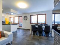 Obývací pokoj s kuchyňským koutem, 34 m2 (Prodej bytu 4+kk v osobním vlastnictví 247 m², Praha 10 - Záběhlice)