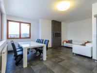 Jídelní kout v obývacím pokoji (Prodej bytu 4+kk v osobním vlastnictví 247 m², Praha 10 - Záběhlice)
