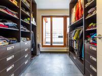 Šatna (příp. potenciální pracovna), 10 m2 (Prodej bytu 4+kk v osobním vlastnictví 247 m², Praha 10 - Záběhlice)