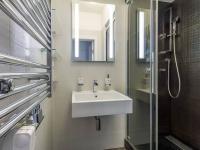 Druhá koupelna se sprchovým koutem, 2 m2 (Prodej bytu 4+kk v osobním vlastnictví 247 m², Praha 10 - Záběhlice)