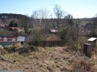 Pohled na pozemek ze zahradního domku (Prodej pozemku 4692 m², Klučov)