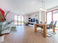 Obývací pokoj 1. NP (Prodej domu v osobním vlastnictví 197 m², Sibřina)