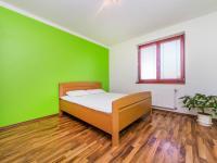 Ložnice 1. NP (Prodej domu v osobním vlastnictví 197 m², Sibřina)