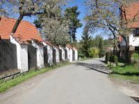 Cesta u domu (Prodej domu v osobním vlastnictví 245 m², Pohoří)