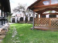 Zahradní altán (Prodej domu v osobním vlastnictví 245 m², Pohoří)