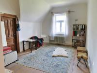 Pokoj č. 2 s komorou v 1. patře (Prodej domu v osobním vlastnictví 245 m², Pohoří)