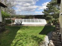 Bazén 8x3 m (Prodej domu v osobním vlastnictví 245 m², Pohoří)