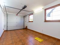 Garáž (Prodej domu v osobním vlastnictví 227 m², Třebotov)