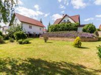 Pohled na dům z okraje zahrady (Prodej domu v osobním vlastnictví 227 m², Třebotov)