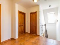 Chodba v patře (Prodej domu v osobním vlastnictví 227 m², Třebotov)