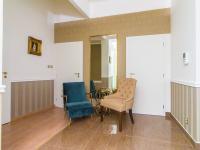 Chodba s posezením (Pronájem kancelářských prostor 85 m², Praha 1 - Staré Město)