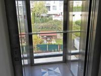 moderní a prosklený (Prodej bytu 2+kk v osobním vlastnictví 45 m², Praha 5 - Smíchov)