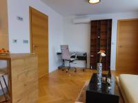 včetně klimatizace (Prodej bytu 2+kk v osobním vlastnictví 45 m², Praha 5 - Smíchov)