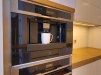 včetně kávovaru (Prodej bytu 2+kk v osobním vlastnictví 45 m², Praha 5 - Smíchov)