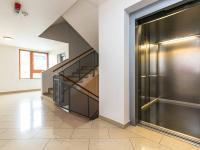 chodba a výtah (Prodej bytu 2+kk v osobním vlastnictví 132 m², Praha 10 - Záběhlice)