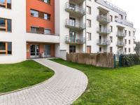 vchod domu (Prodej bytu 2+kk v osobním vlastnictví 132 m², Praha 10 - Záběhlice)