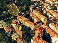 Letecký pohled na lokalitu s vyznačením nemovitosti - Prodej bytu 4+kk v osobním vlastnictví 141 m², Praha 10 - Vršovice