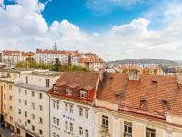 Výhled z okna obývacího pokoje směrem na jihovýchod - Prodej bytu 4+kk v osobním vlastnictví 141 m², Praha 10 - Vršovice