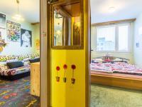 Vstup do pokojů z předsíně (Prodej bytu 3+kk v družstevním vlastnictví 56 m², Praha 8 - Bohnice)